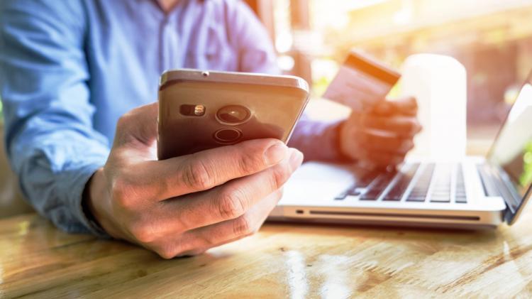 13. Berbelanja Handphone Online